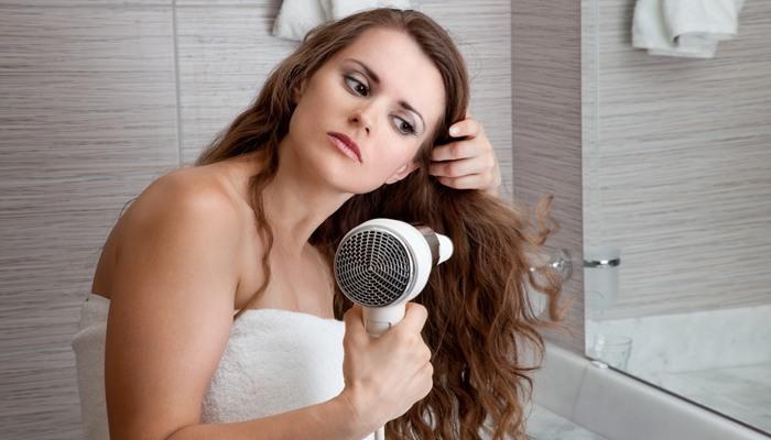Уход за жирными волосами у корней и сухими на кончиках