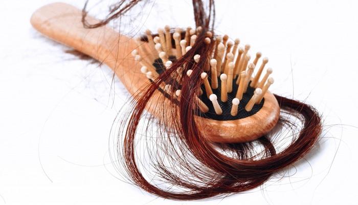 Сильное выпадение волос у женщин: причины, лечение