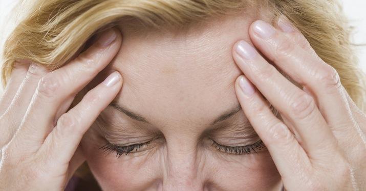 Гормональное выпадение волос у женщин: симптомы, лечение