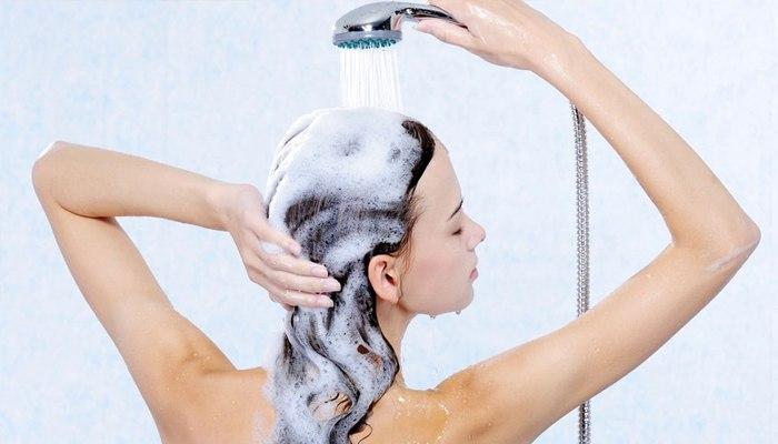 Как мыть жирные волосы правильно: советы трихолога