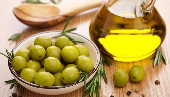 Оливковое масло для волос: чем полезно, рецепты масок